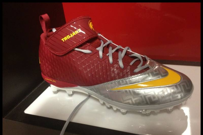 53906872a6d9 USC Football: Breaking Down Trojans' Newly Designed Nike Jersey and Cleats.  Randy ChambersAnalyst IInvalid Date Comments. Photo Credit: twitter.com/ ...