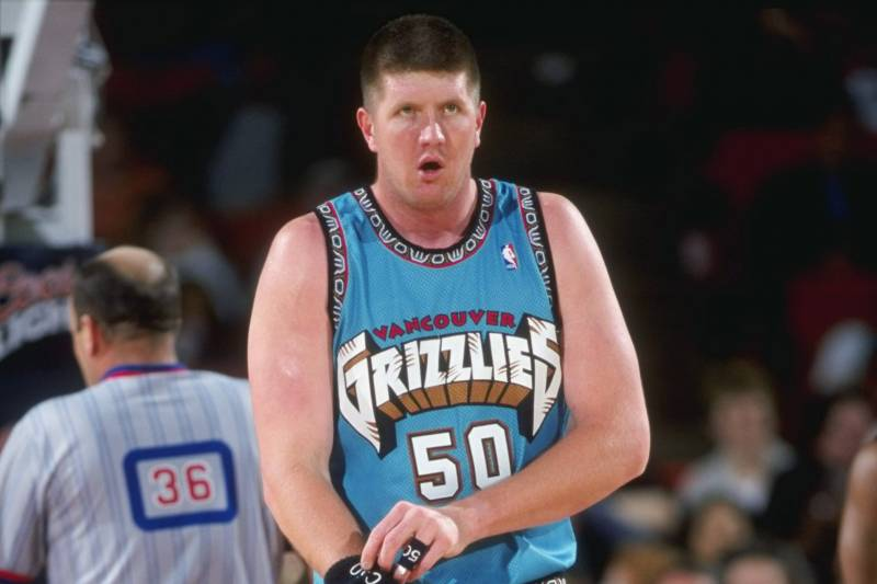 4962fd737826 28 Feb 1999  Bryant Reeves  50 of the Vancover Grizzlies getting set to take
