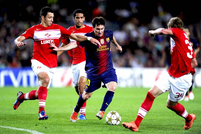 messi surrounded by spartek moscow players in 2012