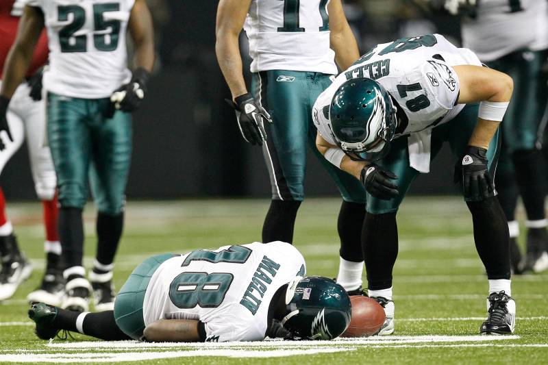 d46d3327e7a ATLANTA, GA - SEPTEMBER 18: Jeremy Maclin #18 of the Philadelphia Eagles  lays