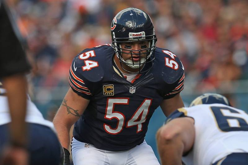 timeless design a3f34 9be26 Brian Urlacher Shouldn't Retire, but the Bears Need to ...