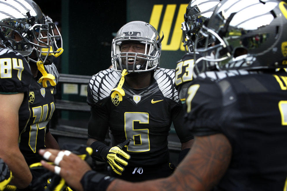 hot sale online 8386f 7b3da New Oregon Football Uniforms Might Be the Best Yet ...