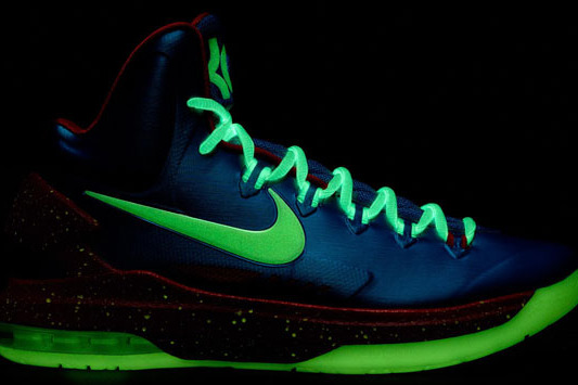 new product 7835b 7dd2e Breaking Down New Nike Kevin Durant  Glow in the Dark  KD V Shoes    Bleacher Report   Latest News, Videos and Highlights