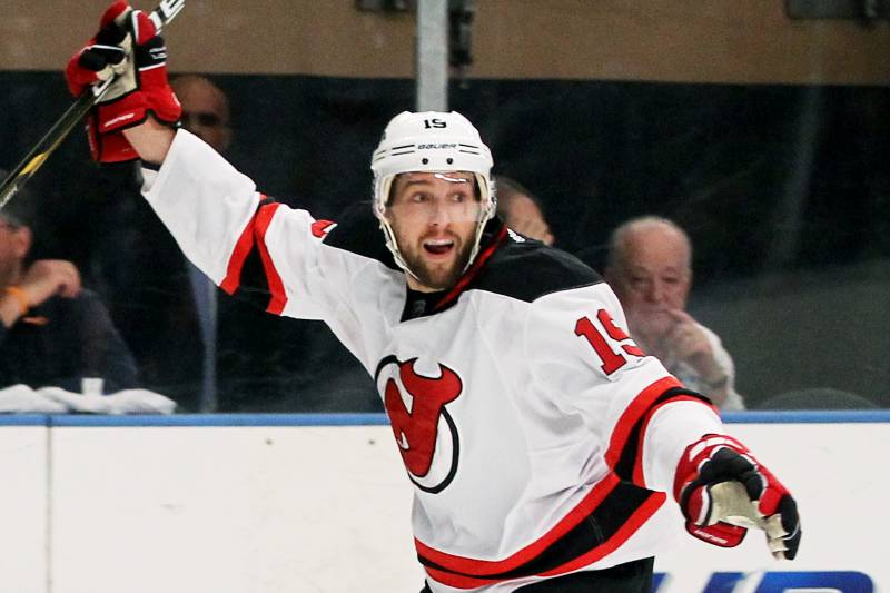 huge discount 0dc5b fa329 New Jersey Devils and Travis Zajac Reportedly Agree on 8 ...