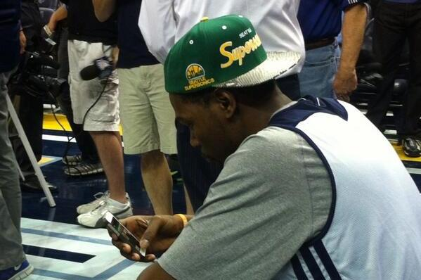 Kevin Durant Rocks Sonics Throwback Hat During OKC Thunder Practice ... f37765fe7