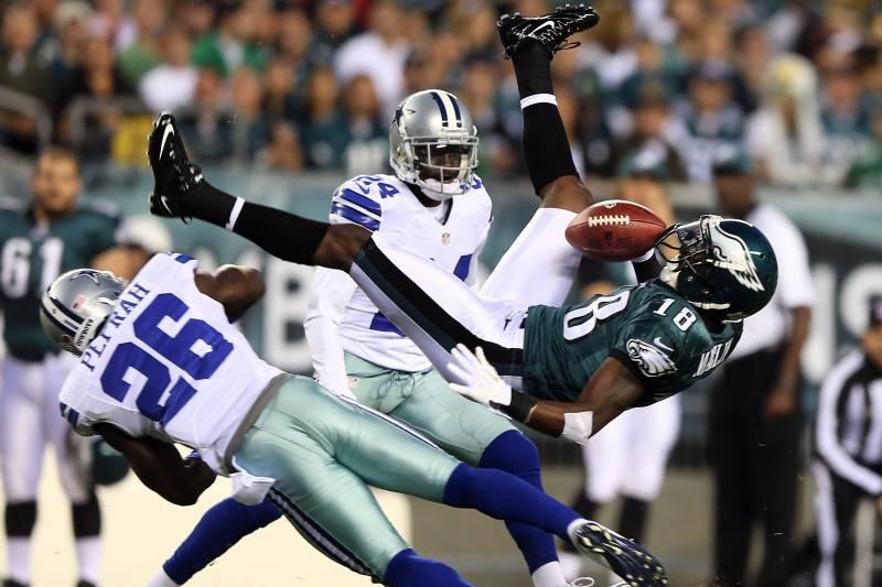 3028ba26ddc PHILADELPHIA, PA - NOVEMBER 11: Jeremy Maclin #18 of the Philadelphia Eagles  cannot