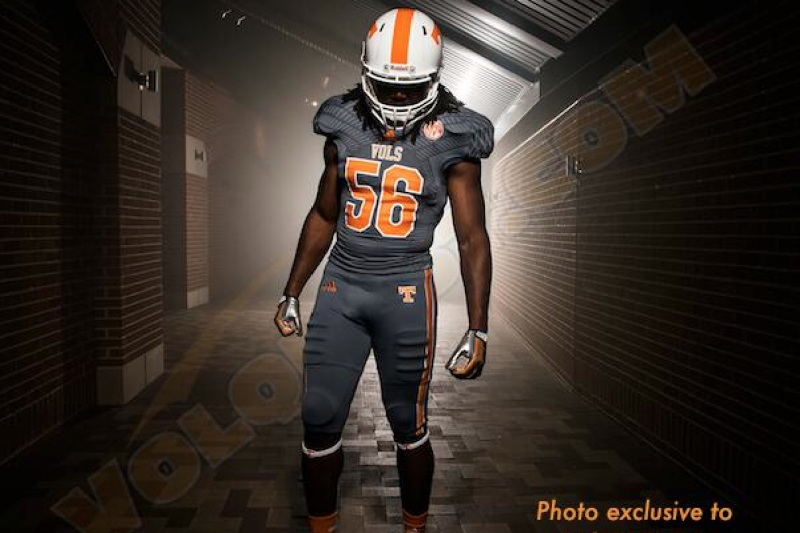 buy popular 73fc4 99132 Tennessee Unveils New Charcoal Gray Alternate Uniforms ...