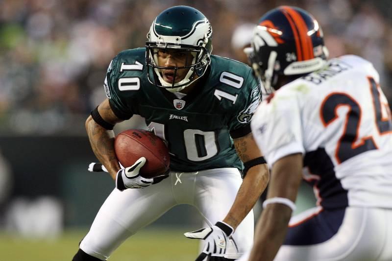 ddd31d2b13d PHILADELPHIA - DECEMBER 27: DeSean Jackson #10 of the Philadelphia Eagles  runs the ball