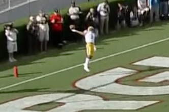 05d30666 LSU WR Odell Beckham Makes One-Handed Catch on a Kickoff | Bleacher ...