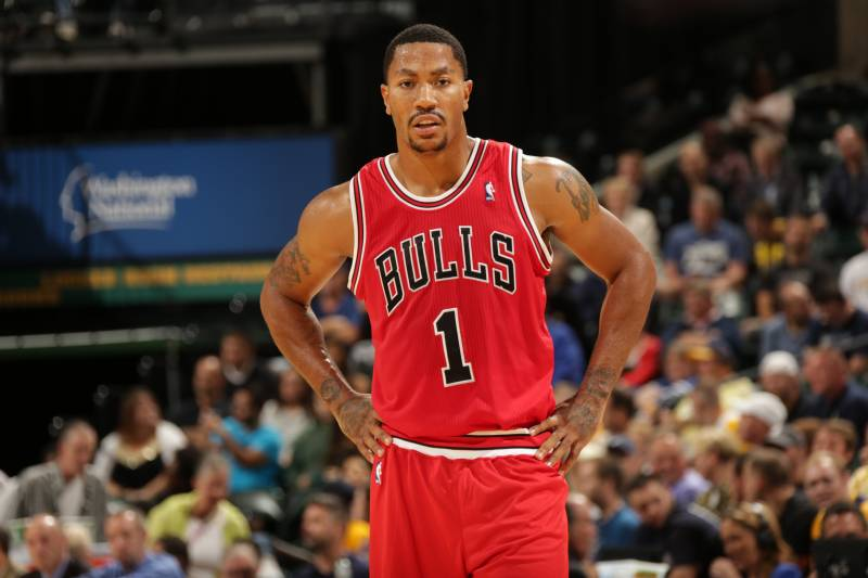 d853ebb6f593 Derrick Rose returns to the court after a knee injury sidelined him for 17  months.