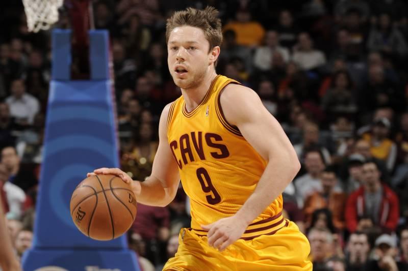 49e344bc281 CLEVELAND, OH - NOVEMBER 20: Matthew Dellavedova #9 of the Cleveland  Cavaliers brings