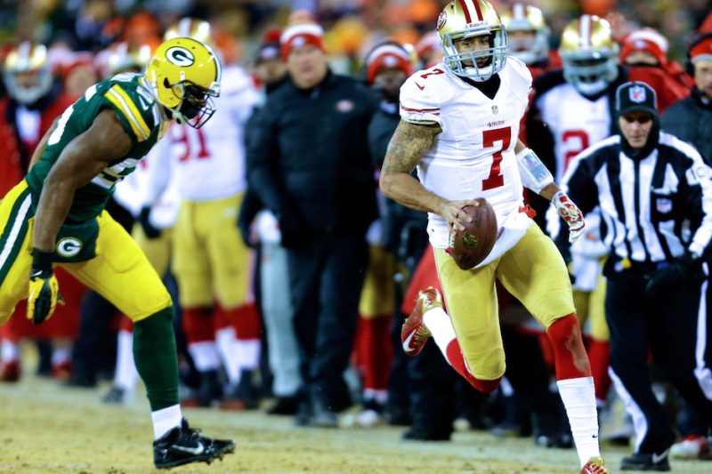 official photos 4db20 03823 49ers' Colin Kaepernick Outduels Aaron Rodgers in Epic Cold ...