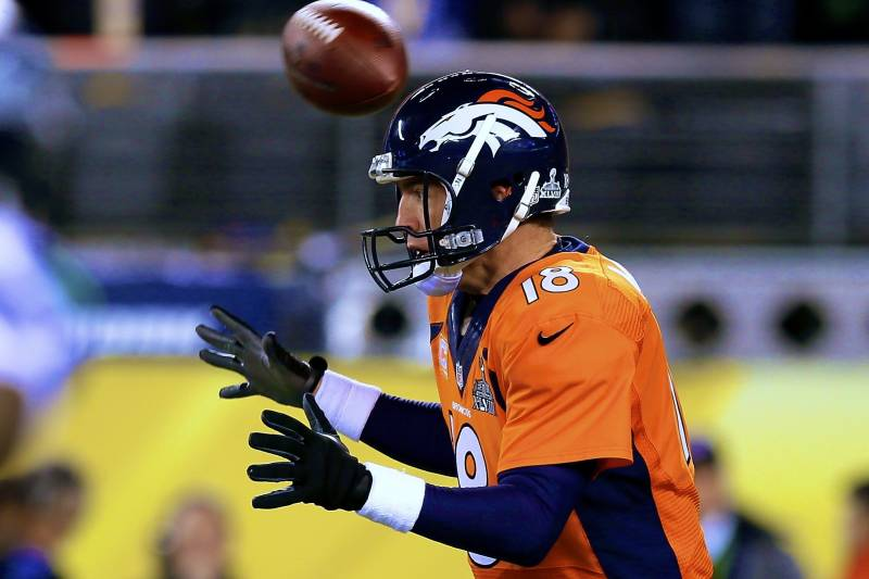 42da23c5 Bad Snap on Broncos' First Play of Super Bowl XLVIII Results in ...