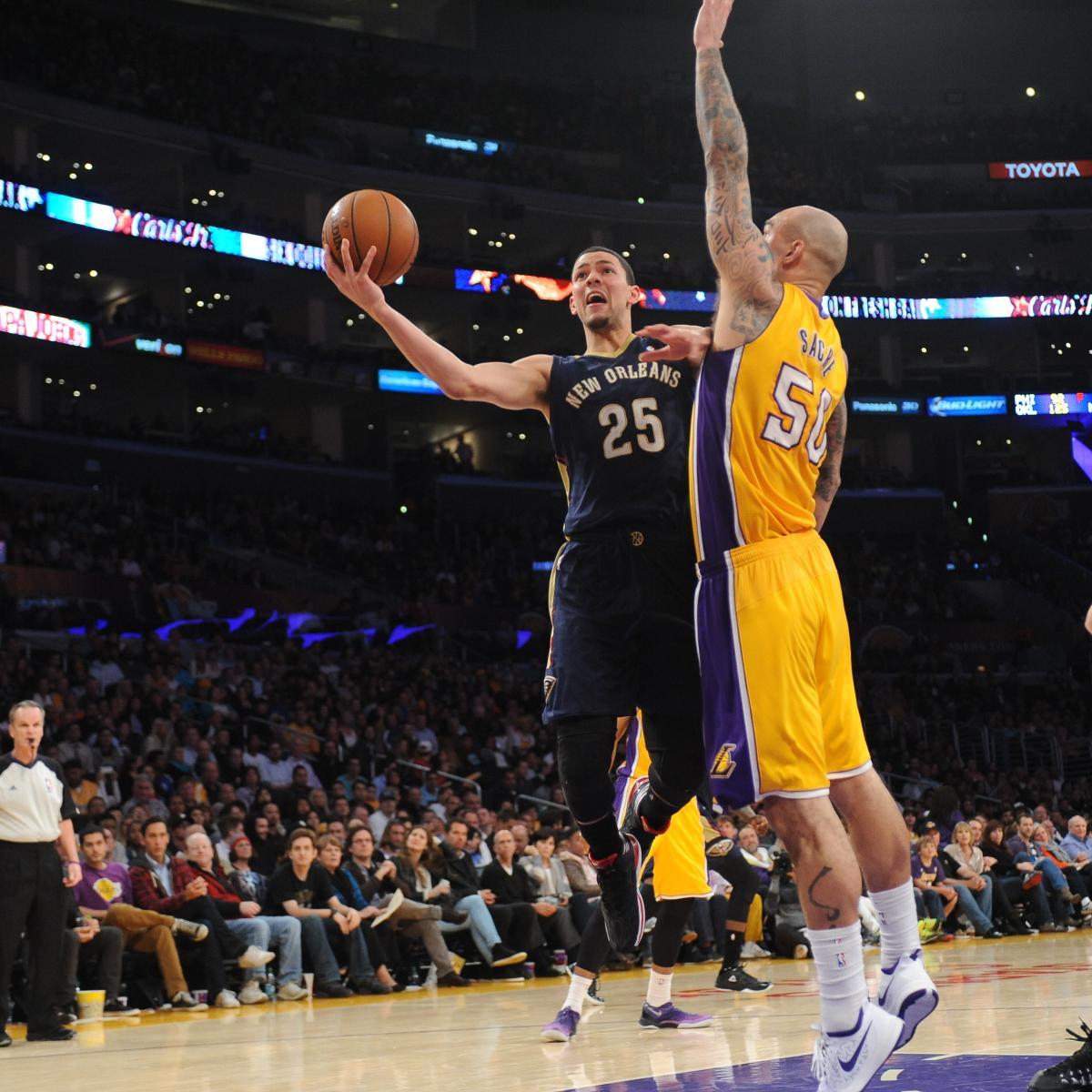 805aa161dcf Mike D'Antoni Calls Robert Sacre Los Angeles Lakers' 'Best Defensive Player'