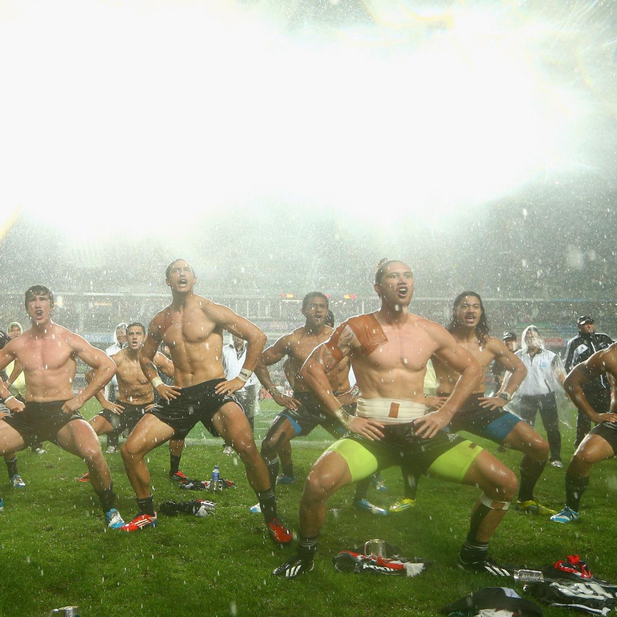 Old Black Rugby Dance: New Zealand Rugby Sevens 'All Blacks' Perform Shirtless