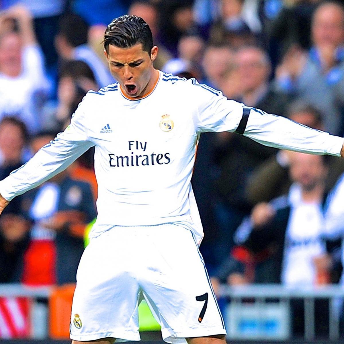 Cristiano Ronaldo S 4 Goals Lead Real Madrid To Win Vs: GIF: Cristiano Ronaldo Scores Two Golazos For Real Madrid