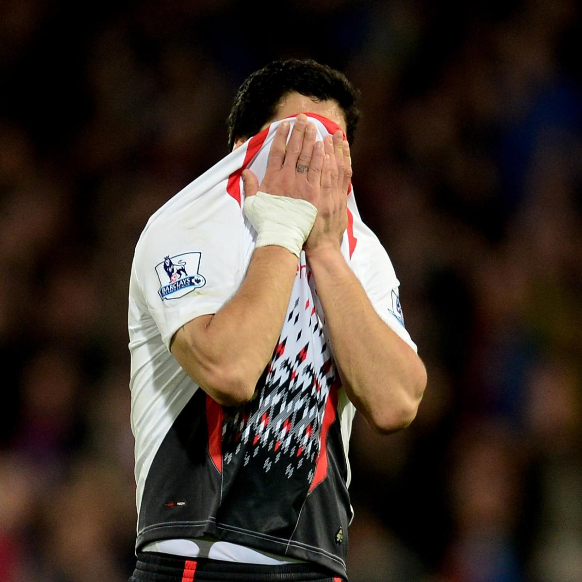 Luis Suarez And Steven Gerrard Reunited: Crying Luis Suarez Consoled By Steven Gerrard After Shock