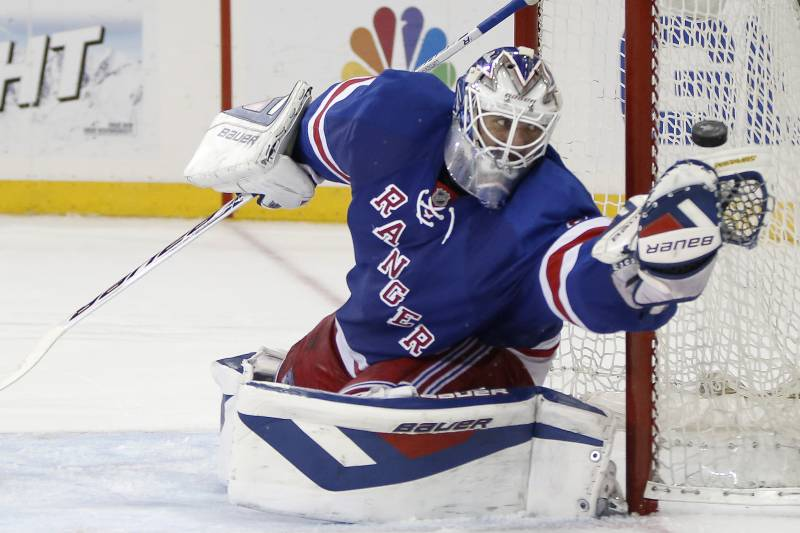 Rangers Henrik Lundqvist First Goalie Ever To Win 5 Straight Game