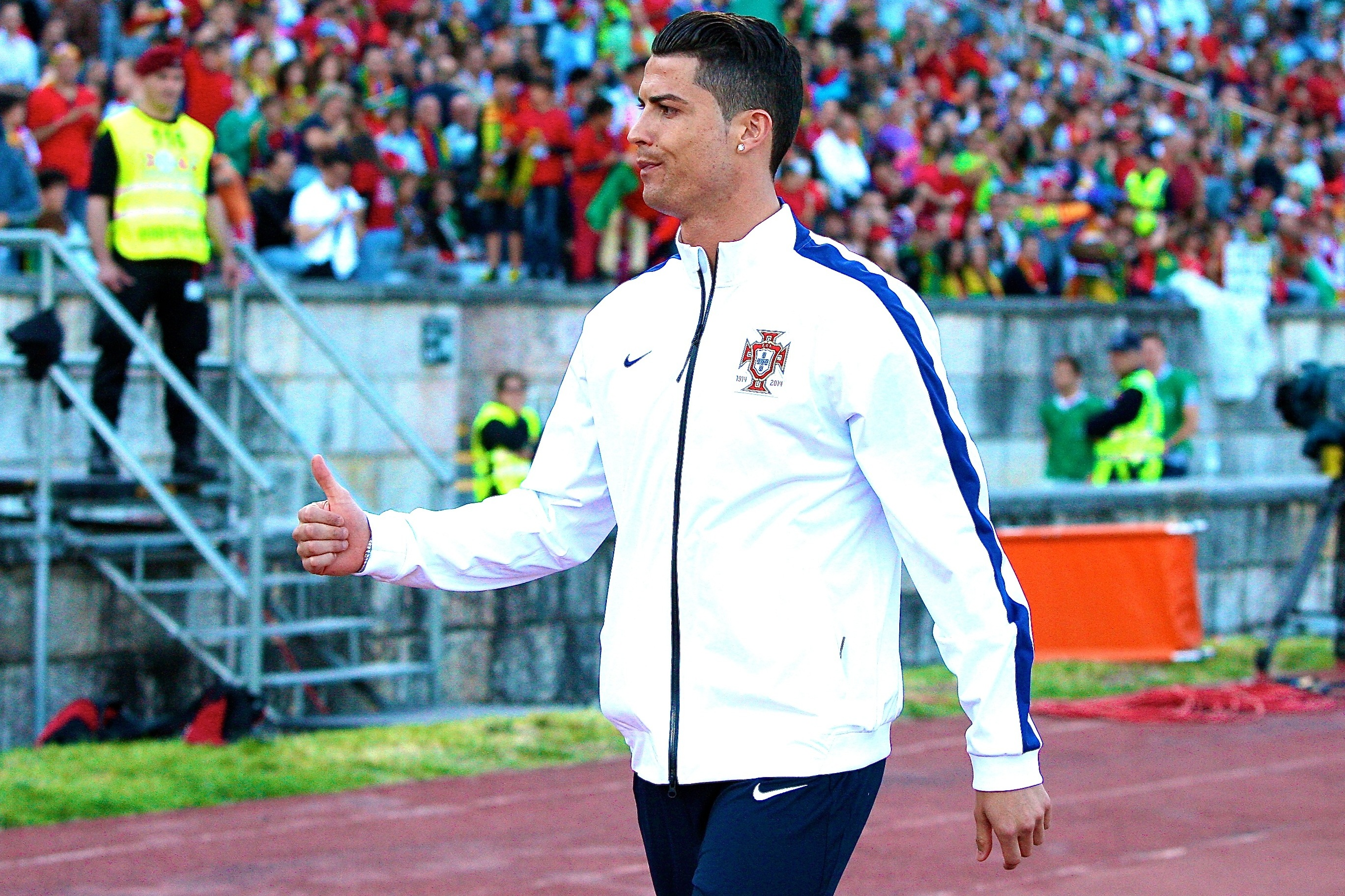 Cristiano Ronaldo Has Unusual Knee Condition Puts Portugal In Tough Position Bleacher Report Latest News Videos And Highlights