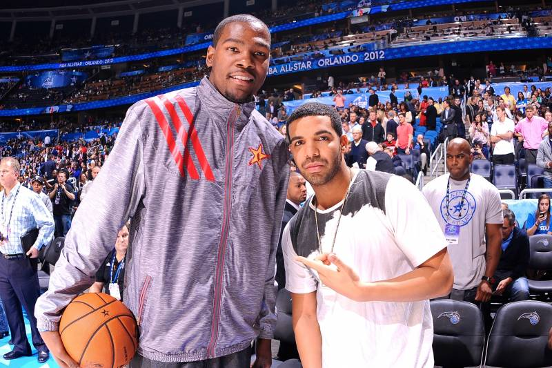 e9188a72efa7 Drake Makes Recruiting Pitch to Kevin Durant During Toronto Concert ...