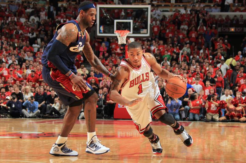 e7fa8edae3960d CHICAGO - APRIL 22  Derrick Rose  1 of the Chicago Bulls drives against  LeBron
