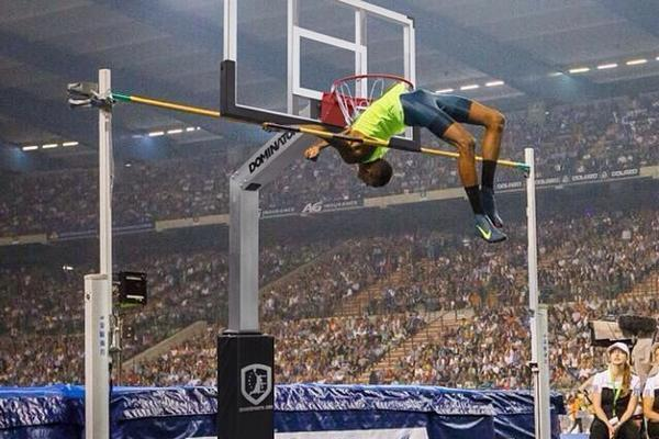 Comparing A 2 43 Meter High Jump To A Basketball Hoop Puts It In Perspective Bleacher Report Latest News Videos And Highlights