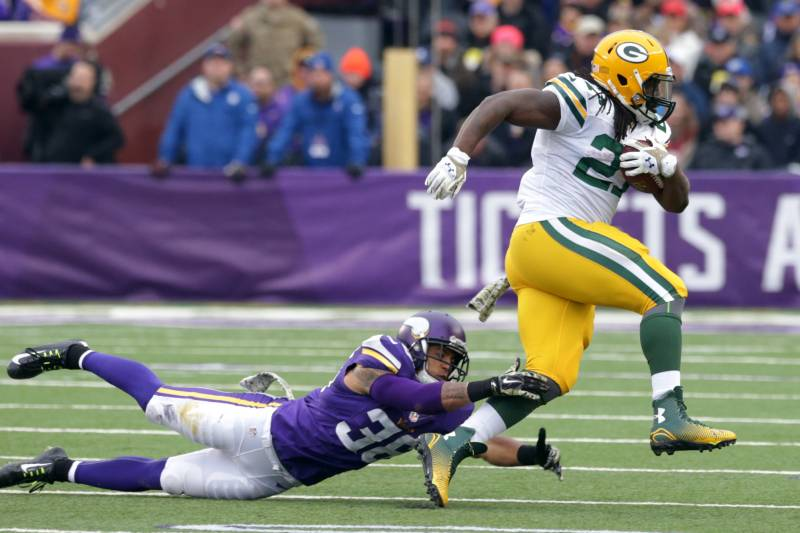 6d2e9f72 Packers' Run Game Leads Green Bay to Victory over Vikings | Bleacher ...