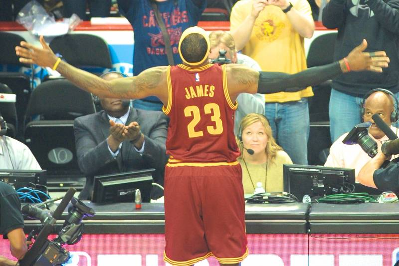 81c157d86d6c LeBron James Stops Doing His Pregame Chalk Toss Again (For Now ...