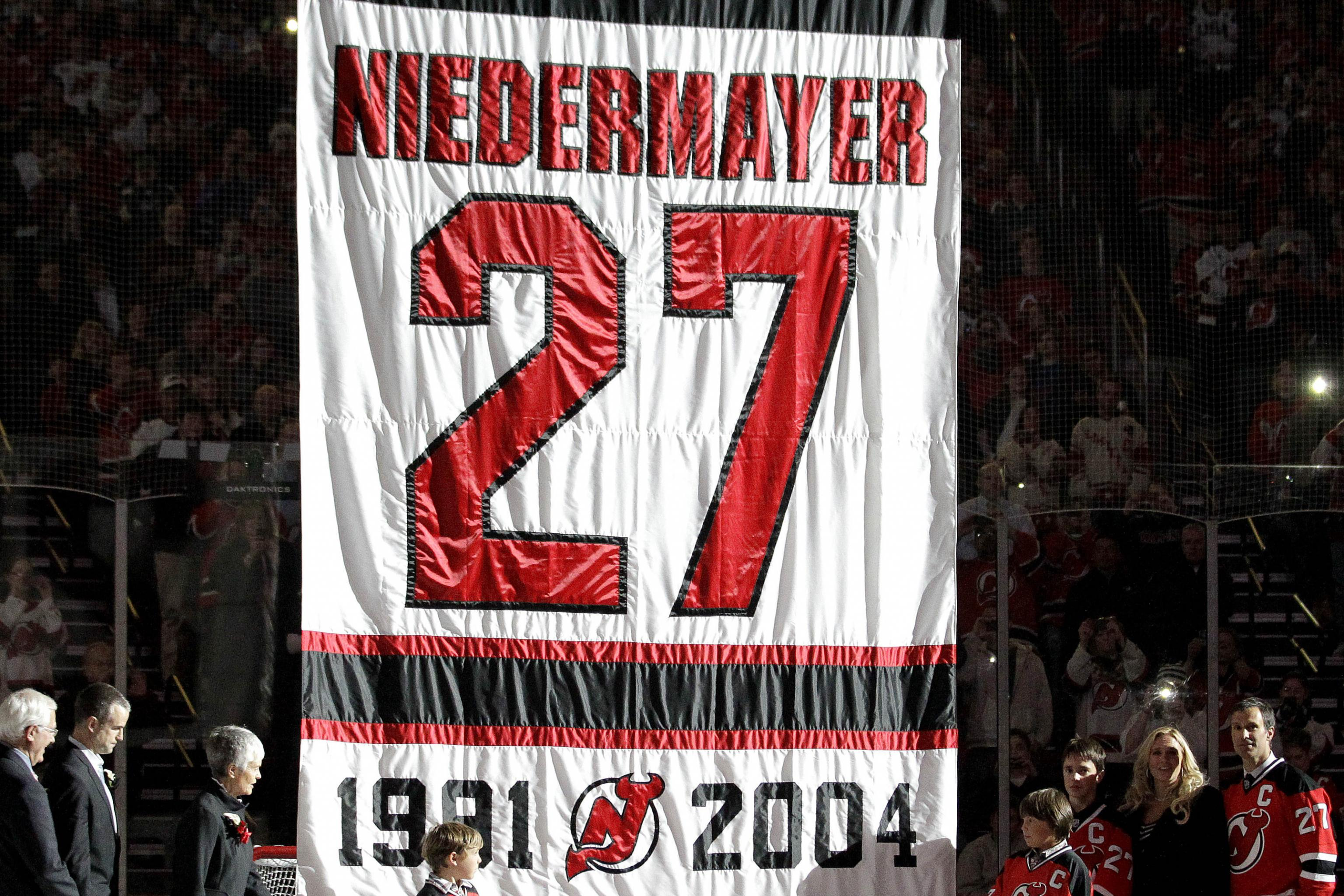 timeless design 4a8e9 b8aaa NHL: New Jersey Devils Honor Scott Niedermayer, Down Dallas ...