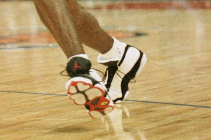 on sale 3e1fb 4db64 Nike Air Jordan 13 Retro Low  Hornets  Release Date Schedule, Pics, Retail  Price