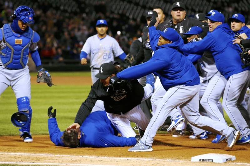Terrific White Sox Royals Benches Clear After Yordano Ventura Adam Onthecornerstone Fun Painted Chair Ideas Images Onthecornerstoneorg