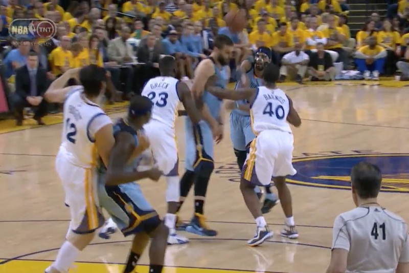 Mike Conley Inadvertently Nails Marc Gasol in the Head with a Pass vs. Warriors