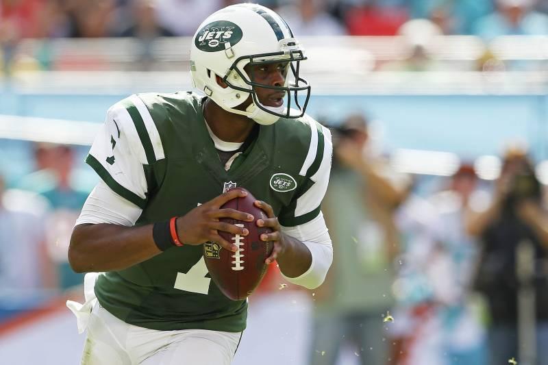 c3545337195 MIAMI GARDENS, FL - DECEMBER 28: Quarterback Geno Smith #7 of the New