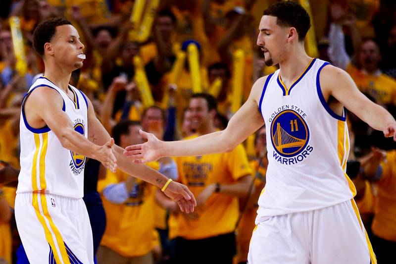 ee74fde5c22f Cavaliers vs. Warriors  Game 1 Score and Twitter Reaction from 2015 ...