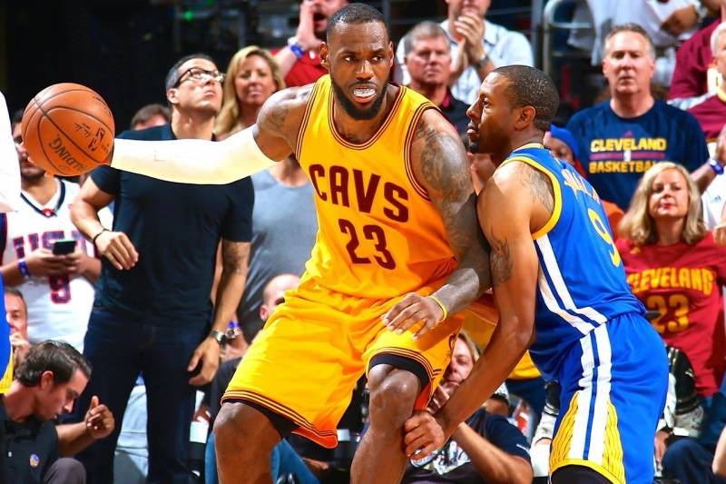 a39c77fab6b2 Warriors vs. Cavaliers  Game 3 Score and Twitter Reaction from 2015 ...