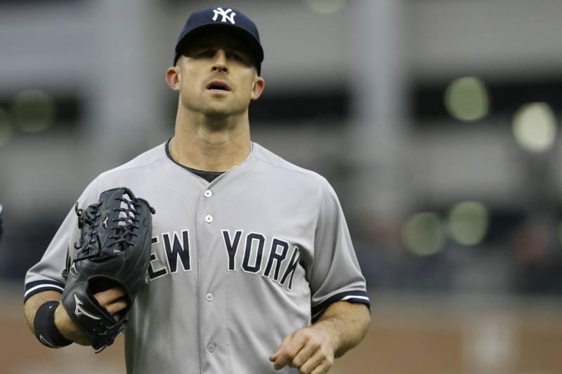 ef5b17194 New York Yankees left fielder Brett Gardner runs to the dugout during the  second inning of