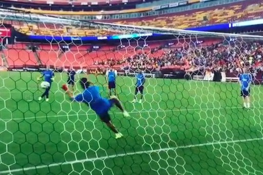 Luis Suarez Makes Brilliant Penalty Save in Barcelona Training