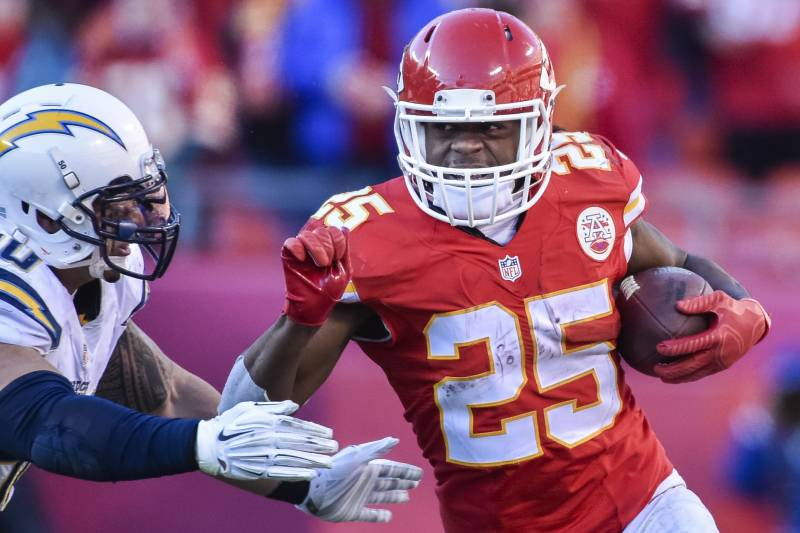 23524902005a Kansas City Chiefs running back Jamaal Charles (25) runs against the San  Diego Chargers