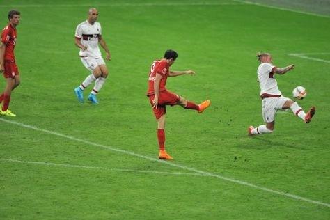 Robert Lewandowski Hits Powerful Goal for Bayern Munich vs. AC Milan