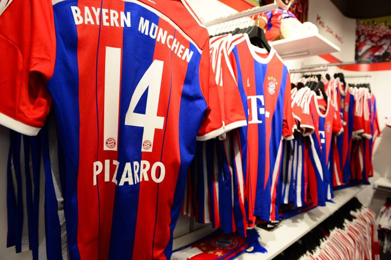 buy online e9989 dc63a Judge Orders 1860 Munich Fans to Buy Bayern Munich Shirt for ...