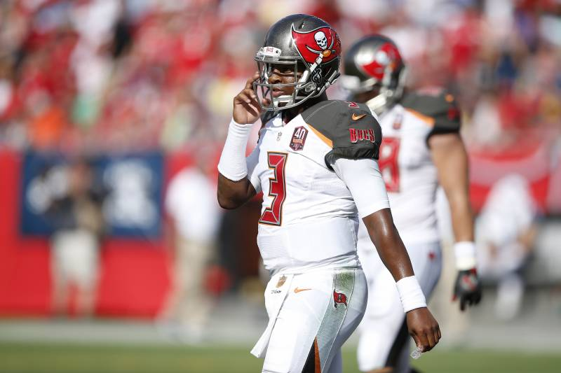 d2fcd29ba Winston Becomes 1st Player Since Favre to Throw Pick-6 on 1st Pass ...