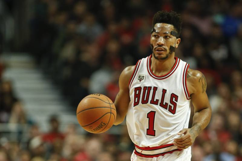 863896550a63 Chicago Bulls guard Derrick Rose brings the ball up court against the  Orlando Magic during the