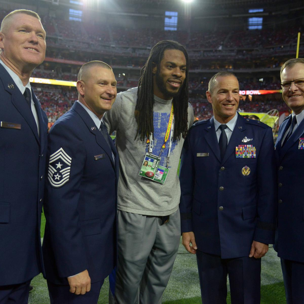 watch 0485f 20785 Snapshots of Athletes Supporting the Troops | Bleacher ...