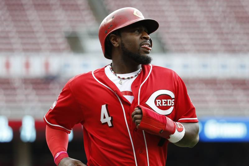 dd089b0d9 Cincinnati Reds' Brandon Phillips runs back to the dugout after being  tagged out by Chicago