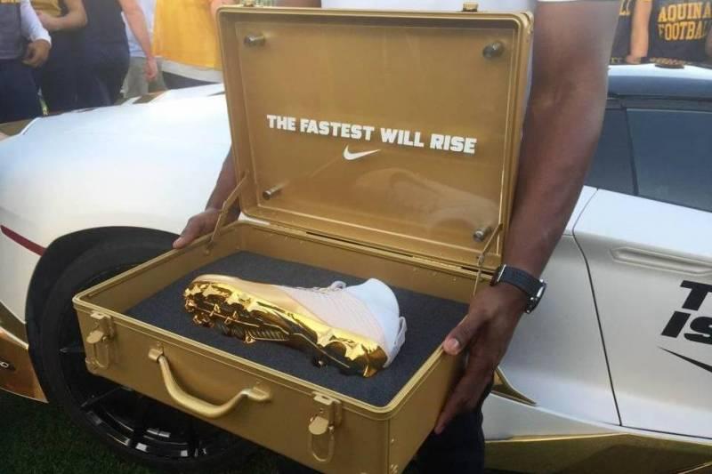 9fb2c89217cd8 Nike Surprises High School Team with New  Vapor Untouchable II ...