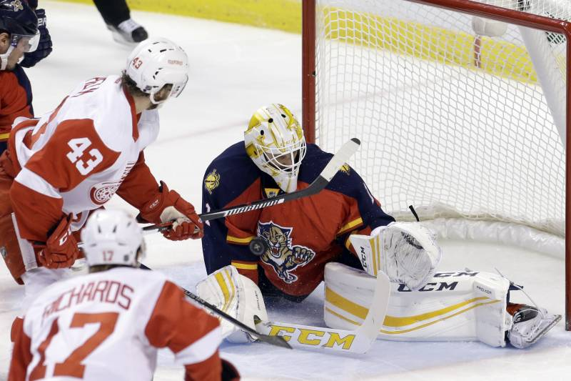Roberto Luongo Passes Tony Esposito For 7th On Nhl All Time Wins