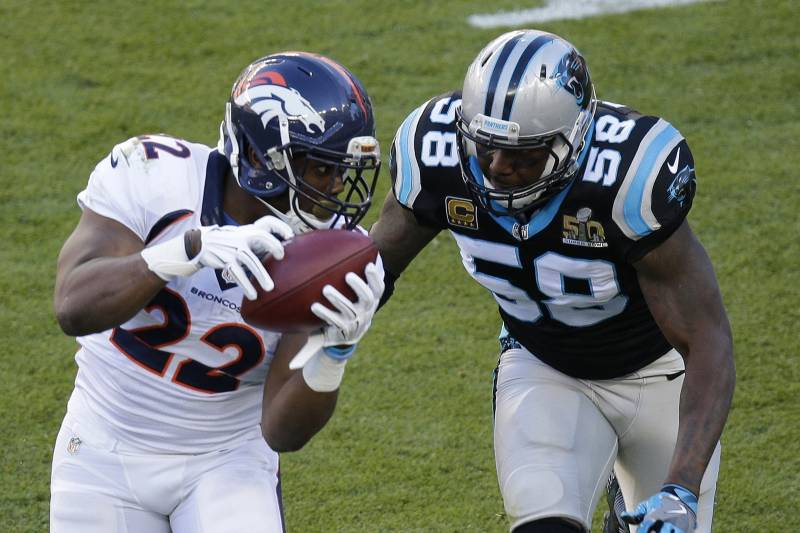 reputable site bb78c fdd7c Thomas Davis Shares Picture of Arm, Comments on Super Bowl ...
