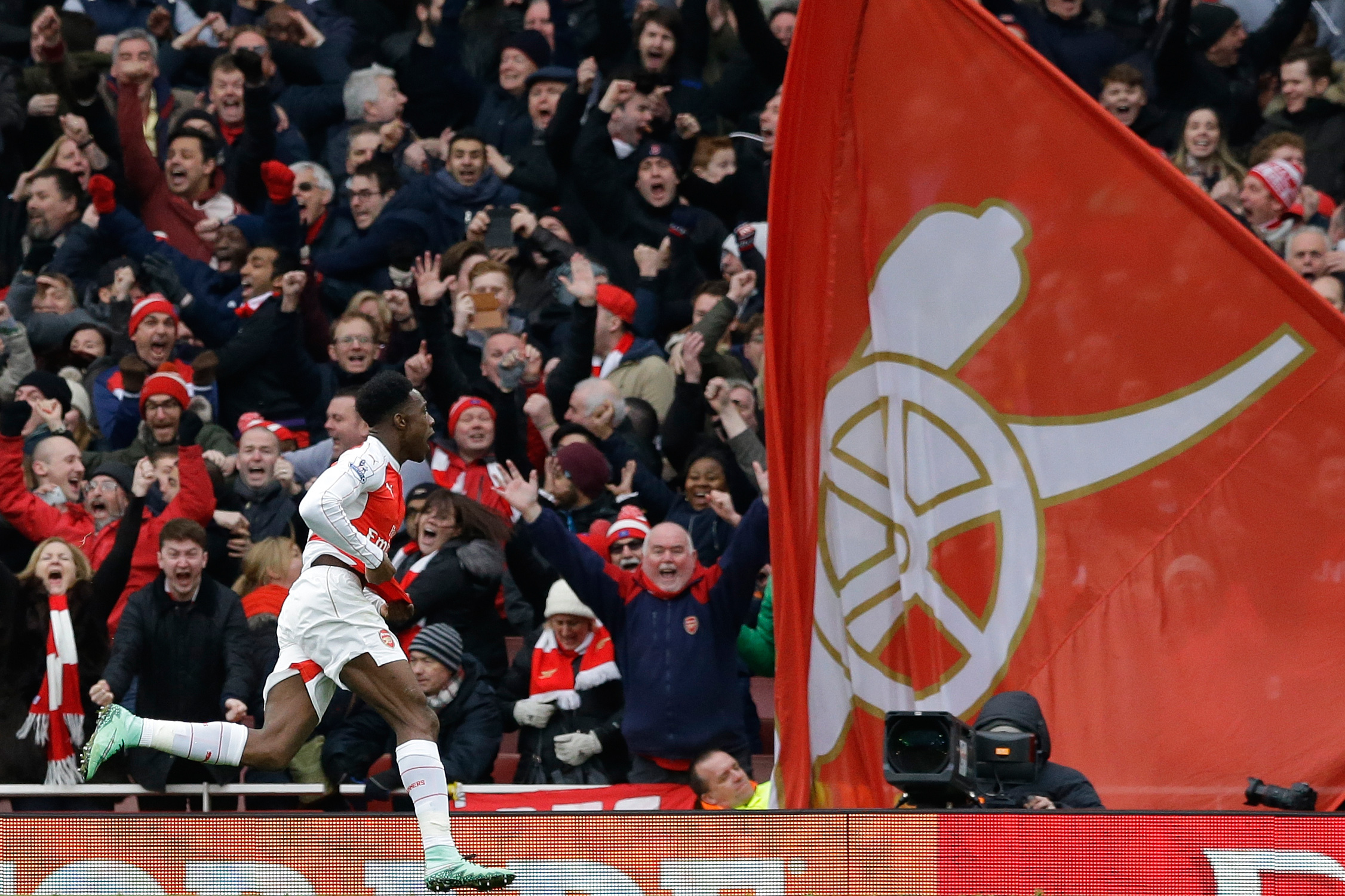 Uk Back Pages Arsenal S Danny Welbeck Hailed For His Winner Vs Leicester City Bleacher Report Latest News Videos And Highlights