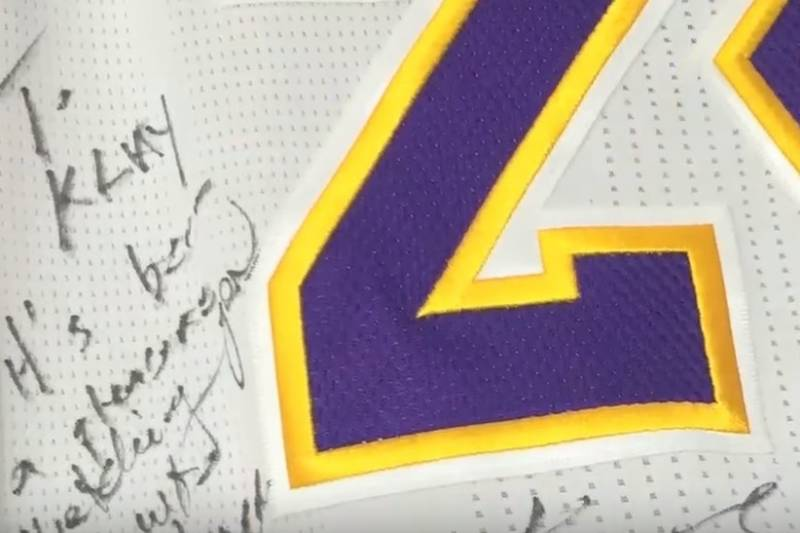 pretty nice a13dc 7ec8d Kobe Bryant Gives Klay Thompson Autographed, Game-Worn ...