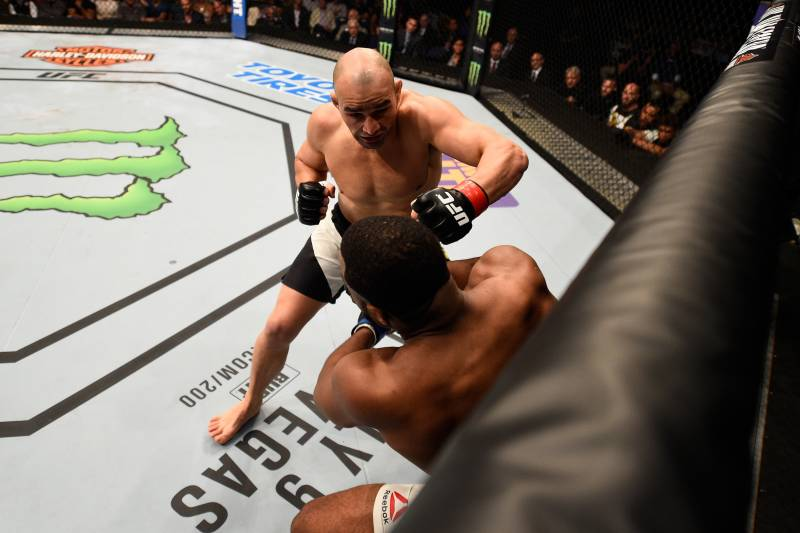 UFC on Fox 19 Results: Winners, Scorecards for Teixeira vs